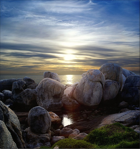 Froggy rocks by Panorama Paul
