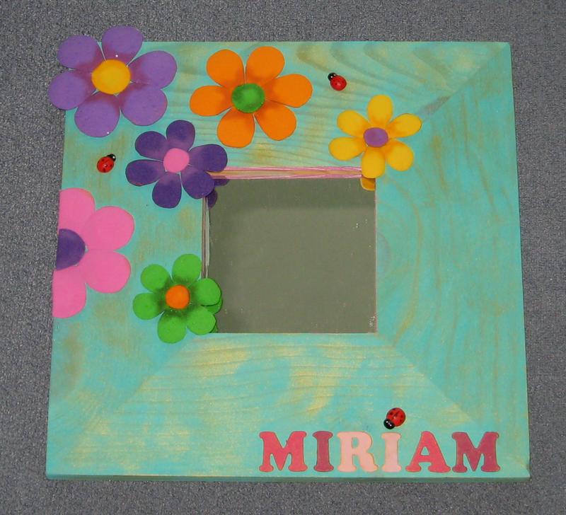 Manualidades y trucos espejo con flores de colores for Espejos con marco de madera decorados