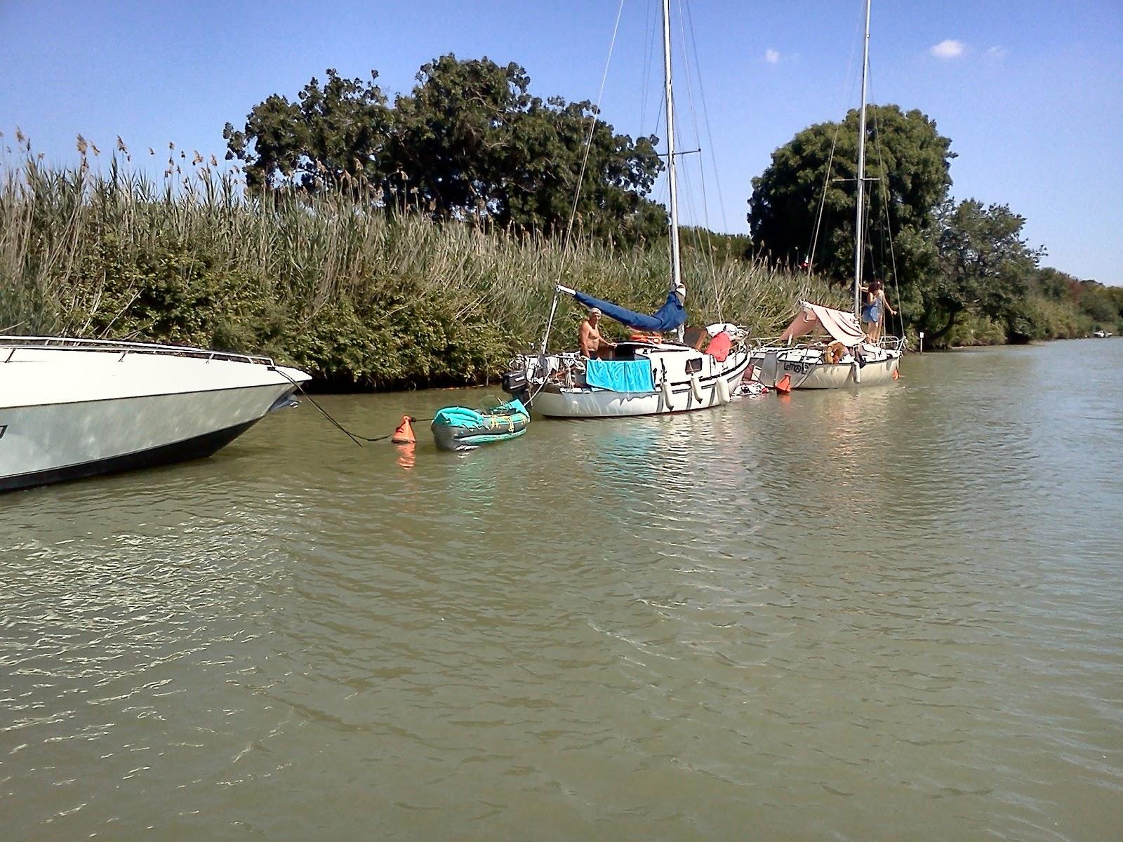 Tab scuola vela campeggio nautico alla foce del fiume fiora for Cabine del fiume bandera