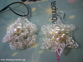 Wire_crochet_double_petals_flower_Pendant_match_with_the_earing