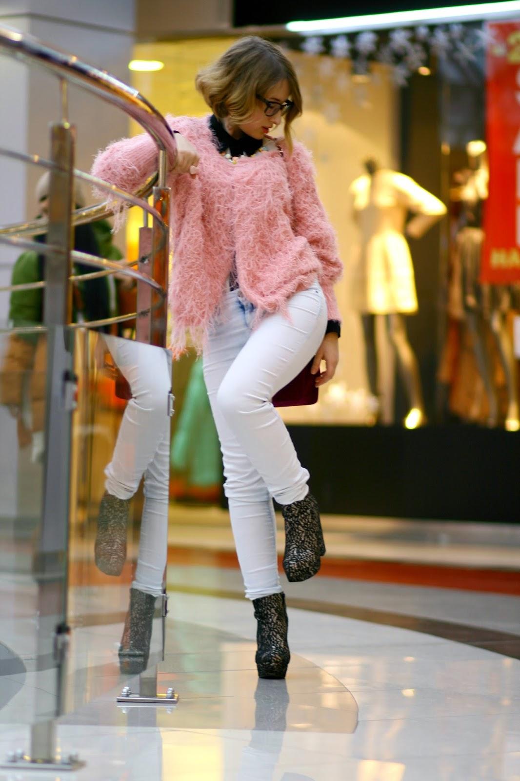 Anvil 880 Ladies 4.5 oz. Ringspun Cotton Fashion Fit T-Shirt 5