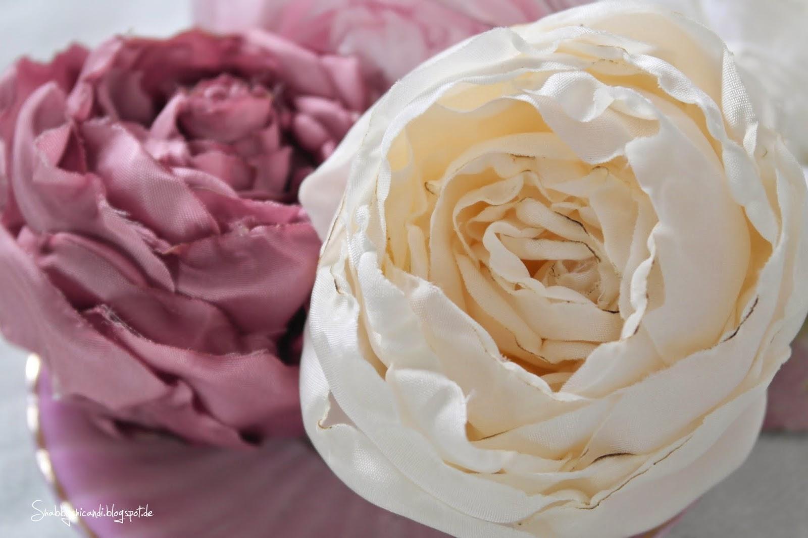 Von Hand gefertigte Seidenblüten