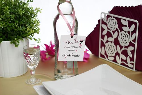 http://www.nadzwyczajki.pl/t/produkty/slub-i-wesele/zawieszki-na-alkohol-weselny