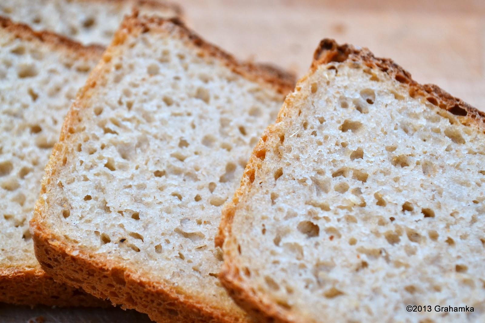 Chleb żytni, łatwy i szybki - kromki czekają.