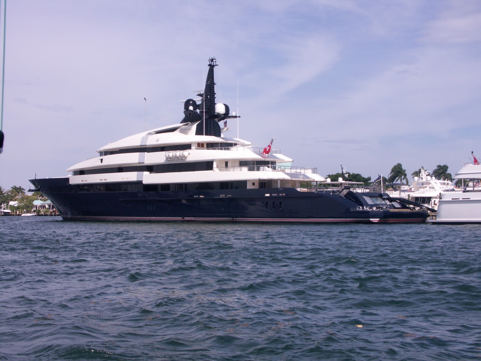 Megayacht SEVEN SEAS Port Side