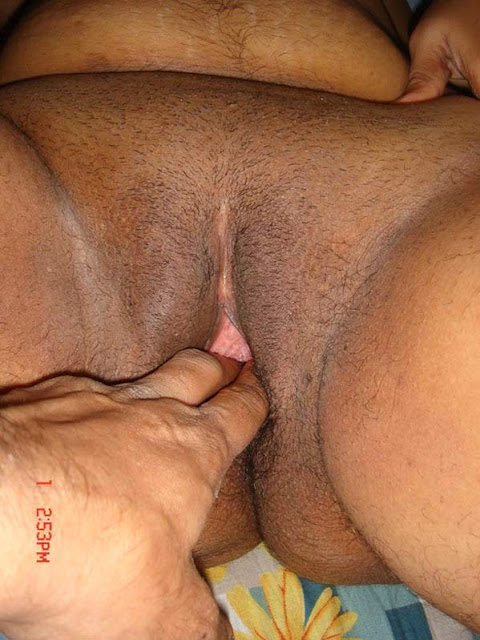 Desi Aunty Deep Pussy Photo indianudesi.com