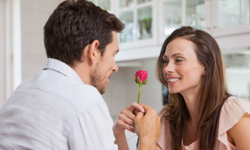 6 Qualities that will Win You More Dates with Women,man gave woman flower rose girl