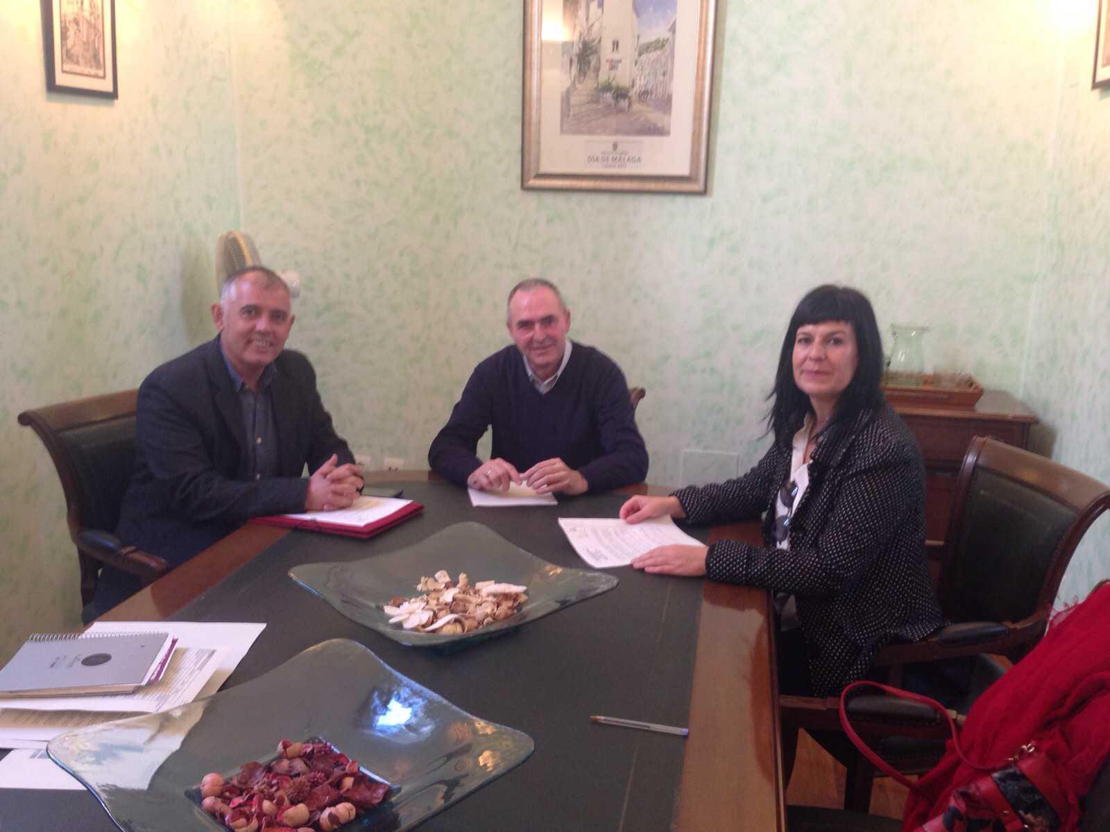 Casares informacion el alcalde recibe al delegaci n de la for Tecnica de oficina wikipedia