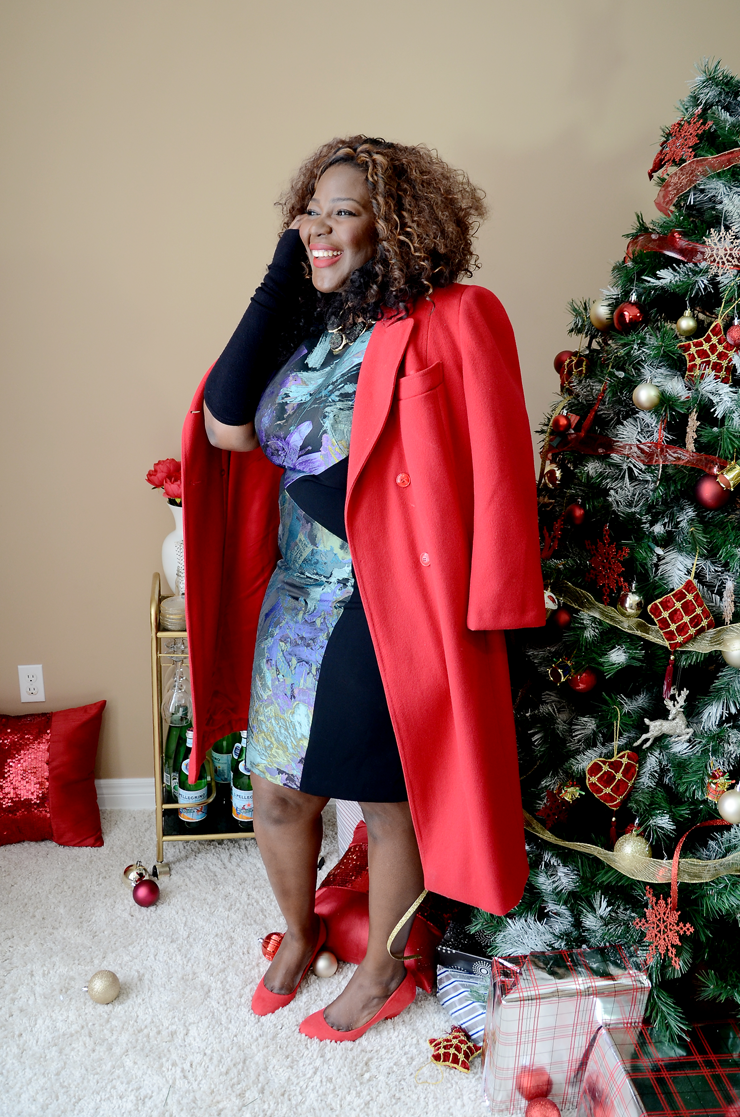 plus size holiday outfit ideas Red coat #holidaylook
