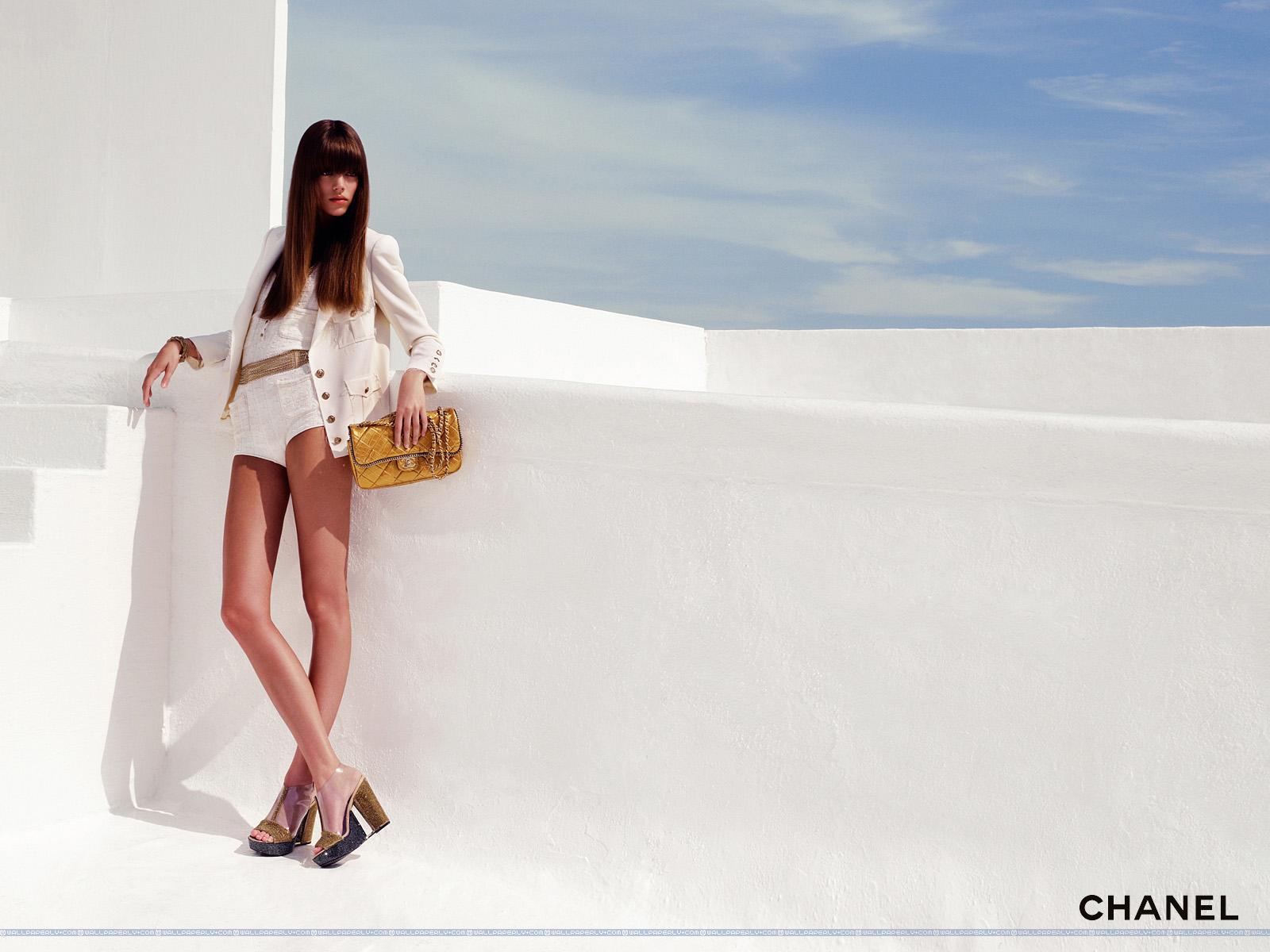 http://3.bp.blogspot.com/-Mvg52JAQTdo/Tri-XplBs-I/AAAAAAAAAvg/UyVX2rVRTNQ/s1600/Chanel+Spring+-+Summer+2007+8+1600x1200+Fashion+Wallpaper.jpg