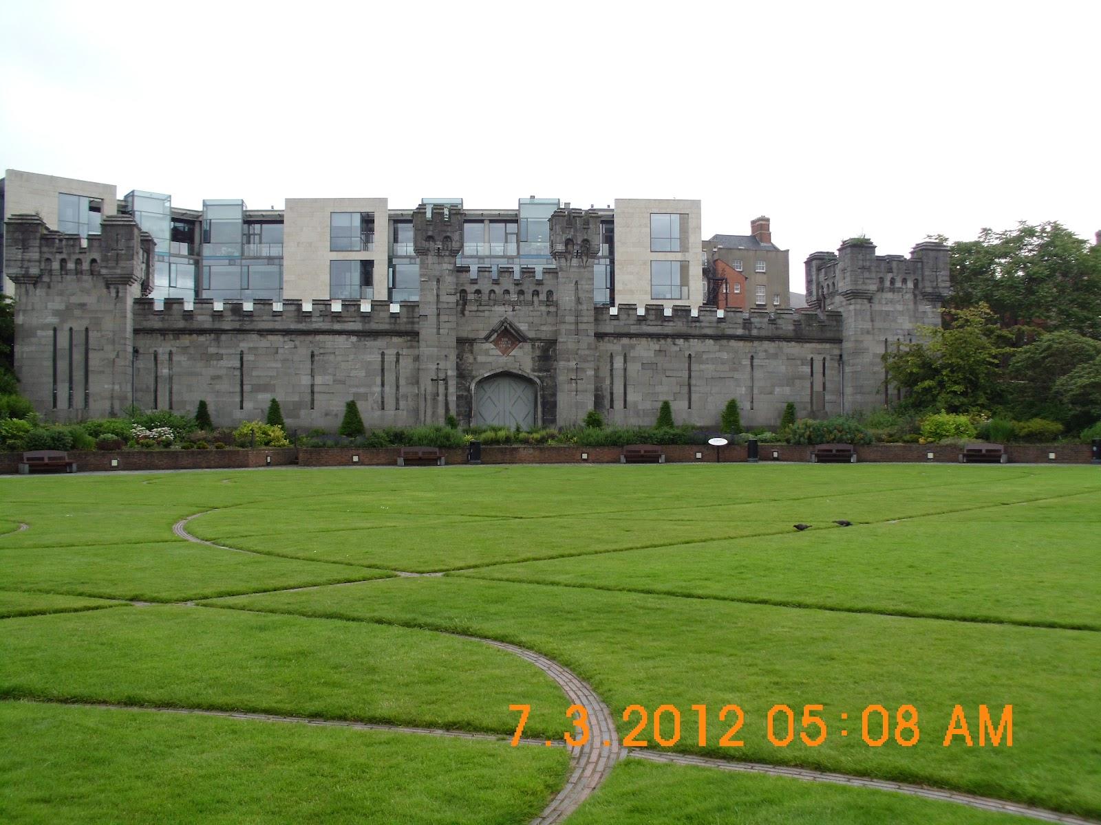 2 on the road ireland trip dublin castle