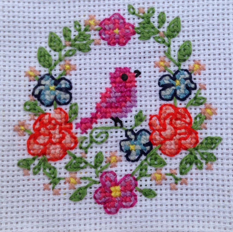 broderie point de croix oiseau fleur