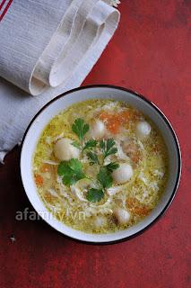 Soup gà hạt sen bổ dưỡng mà hấp dẫn