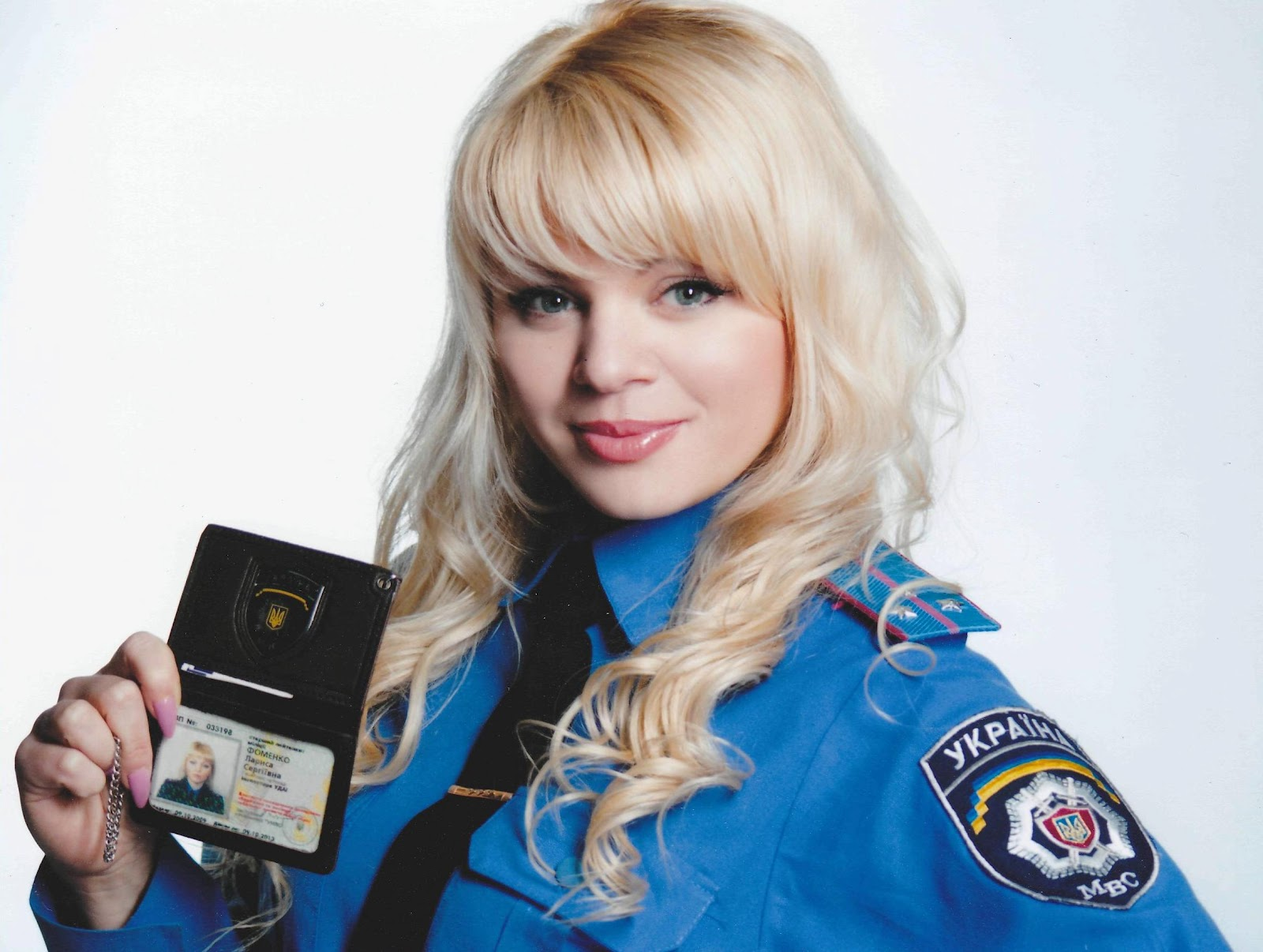 Фото блондинки в форме милицейской 7 фотография