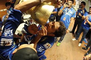 Sachin-Tendulkar-celebrates-MI-Win-IPL-2013