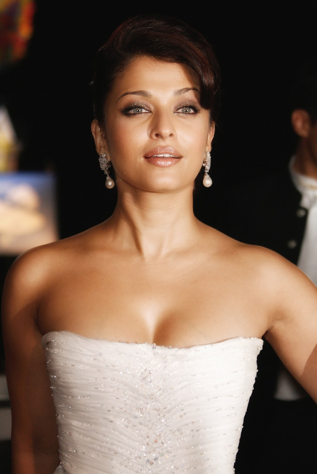 aishwarya rai One of the world's largest video sites, serving the best videos, funniest movies and clips.