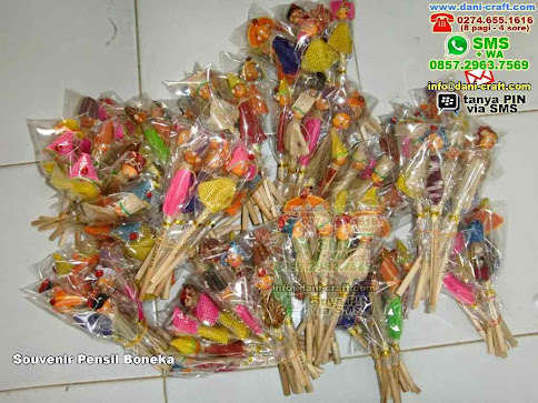 Souvenir Pensil Boneka Kayu Medan