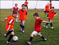 inglés para niños playing football