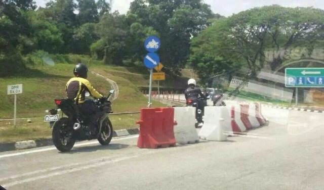 Yamaha R25 Spotted On The Road in Malaysia