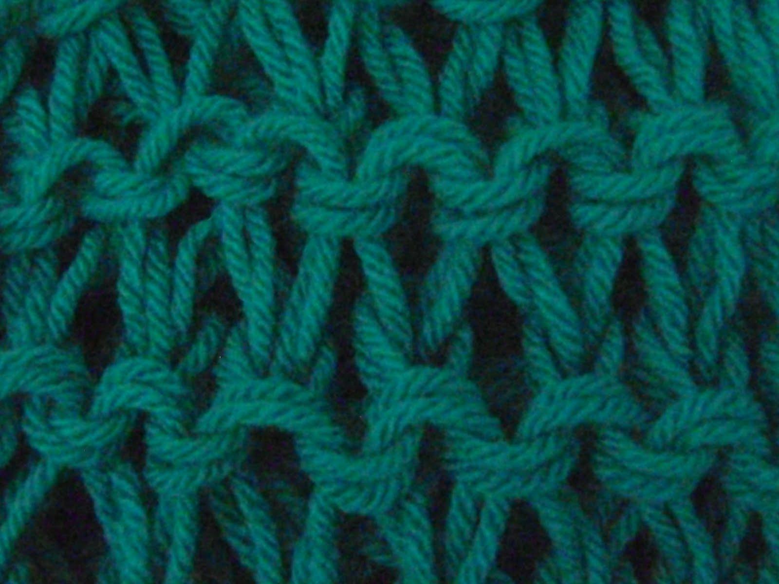 Bufandas y cuellos tejidos en dos agujas con patrones - Tejado a dos aguas ...
