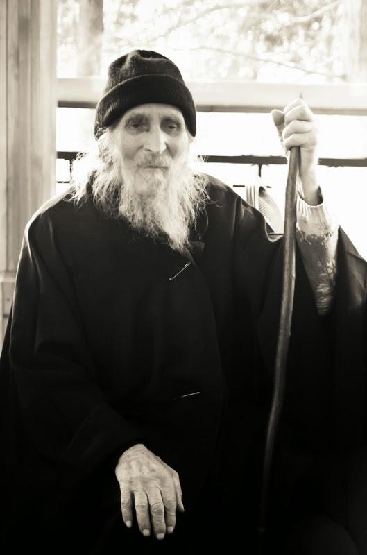 Ένας ασκητής Ιερέας ~ Πατήρ Ευάγγελος Χαλκίδης