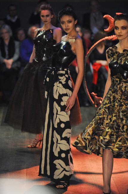 Bonne Nuit Africaine : Les petits papiers de nadezda haute couture africaine