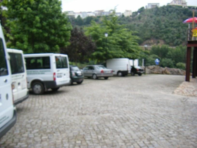 Parque de estacionamento junto ao bar