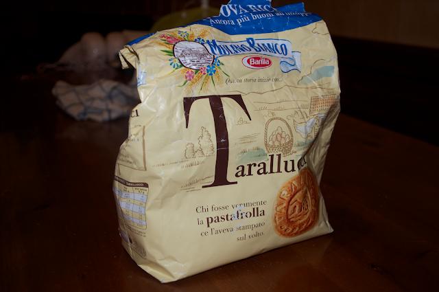 tarallucci biscuits