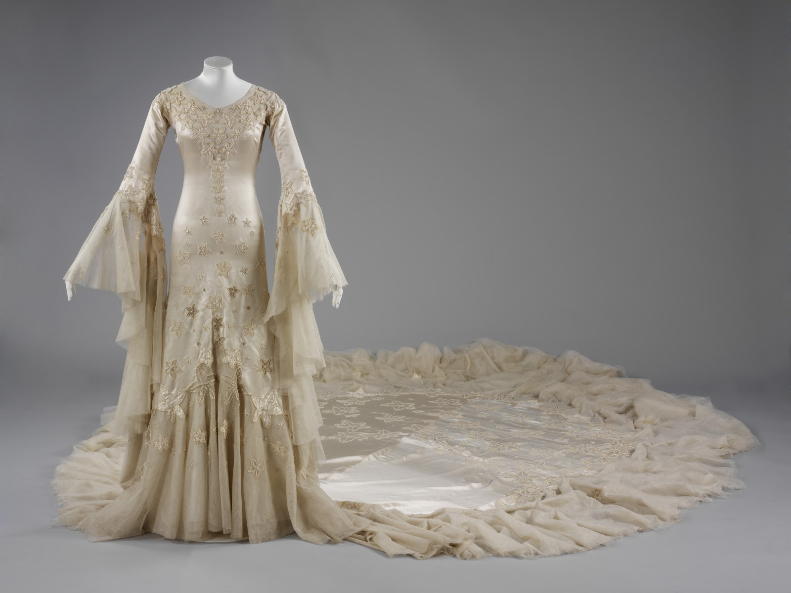 Bewicked art the story behind wedding dresses for Wedding dresses norman ok