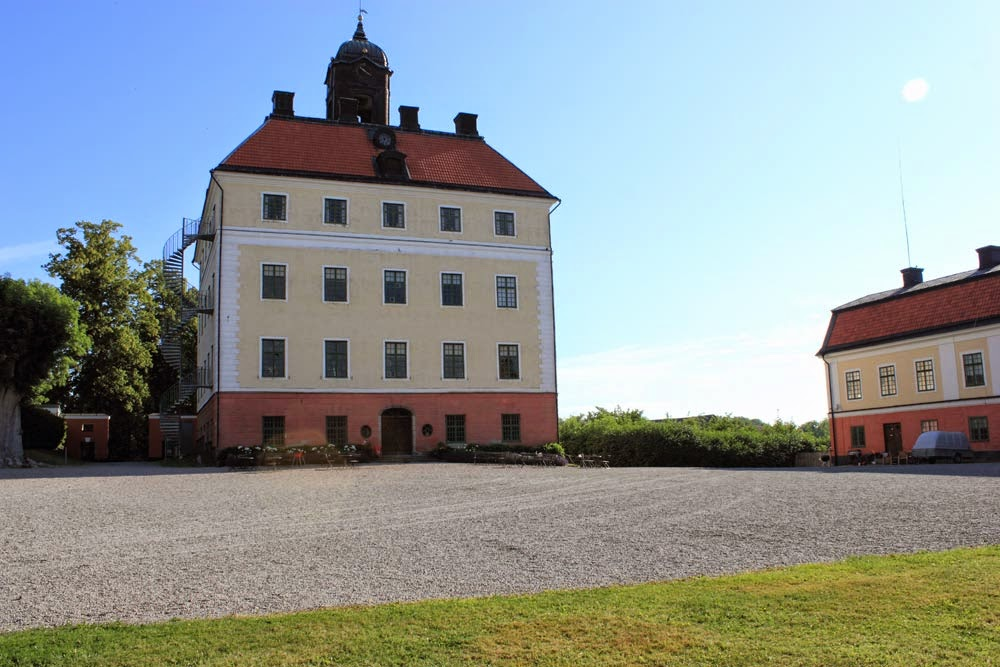 Engsö or Ängsö Castle. Nice place to visit.
