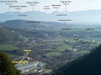 Vistes de Cabrera i la vall del baix Sorreigs emmarcades per les cingleres del Castell de Voltregà i de Santa Perpètua