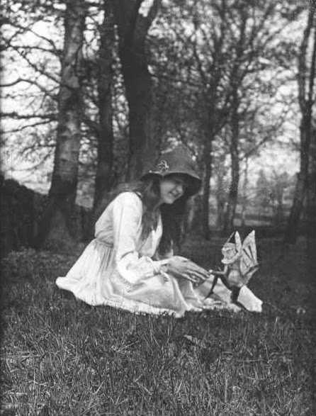 Cottingley fairies 1920