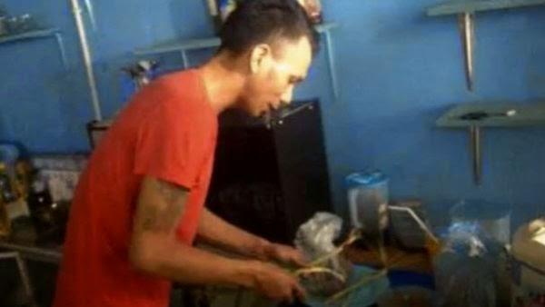Norman Kamaru Jualan Bubur