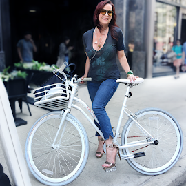 Kelly Sperl on her Martone Cycling Co. Real Diamond bike w/ signature red chain + basket.
