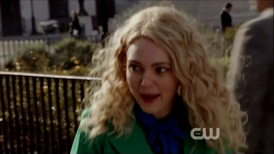 AnnaSophia Robb as Carrie Bradshaw from The Carrie Diaries in curly hair wig