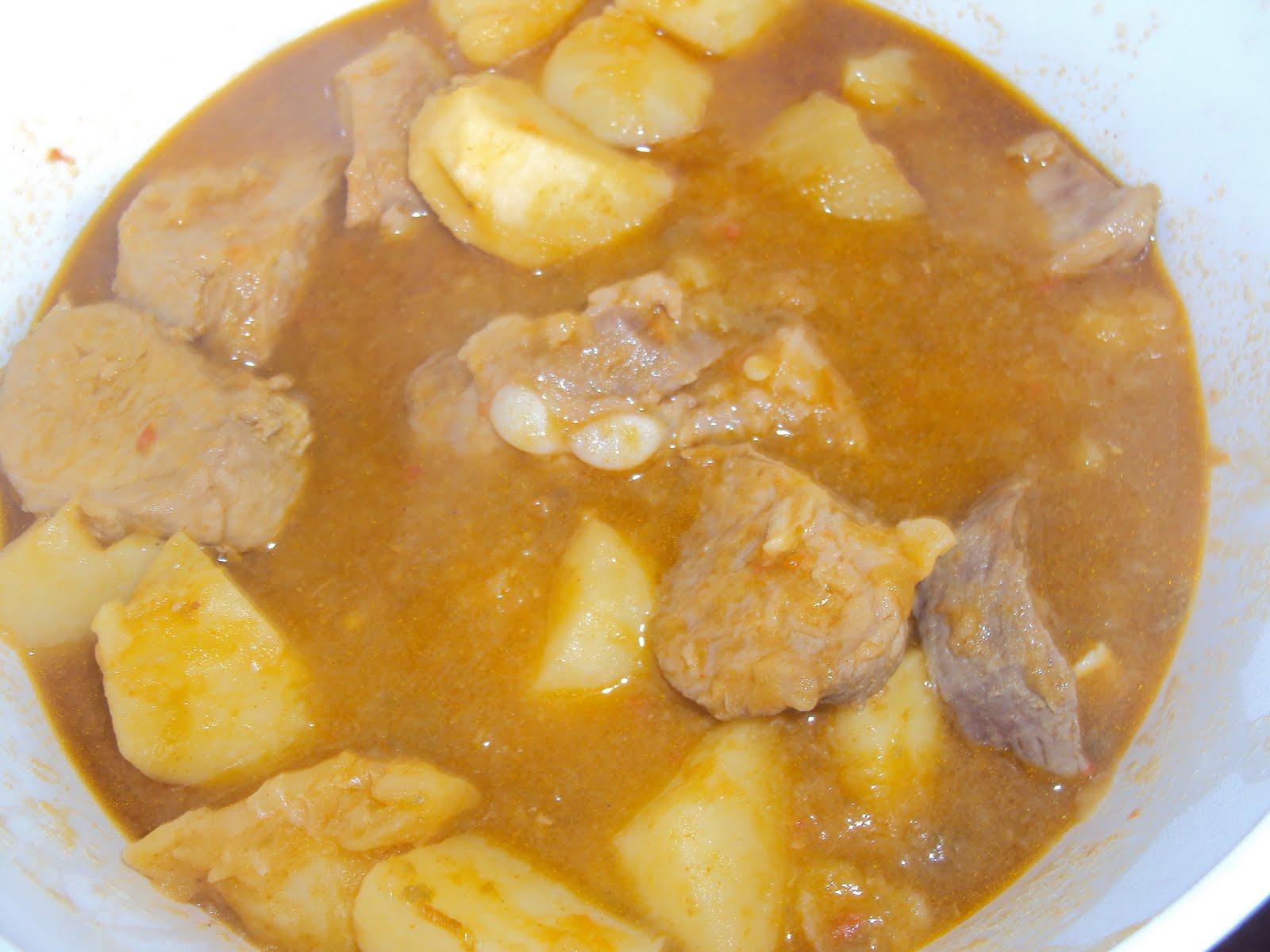 Sense tra a patatas guisadas con costillas de cerdo adobadas - Patatas con costillas de cerdo ...