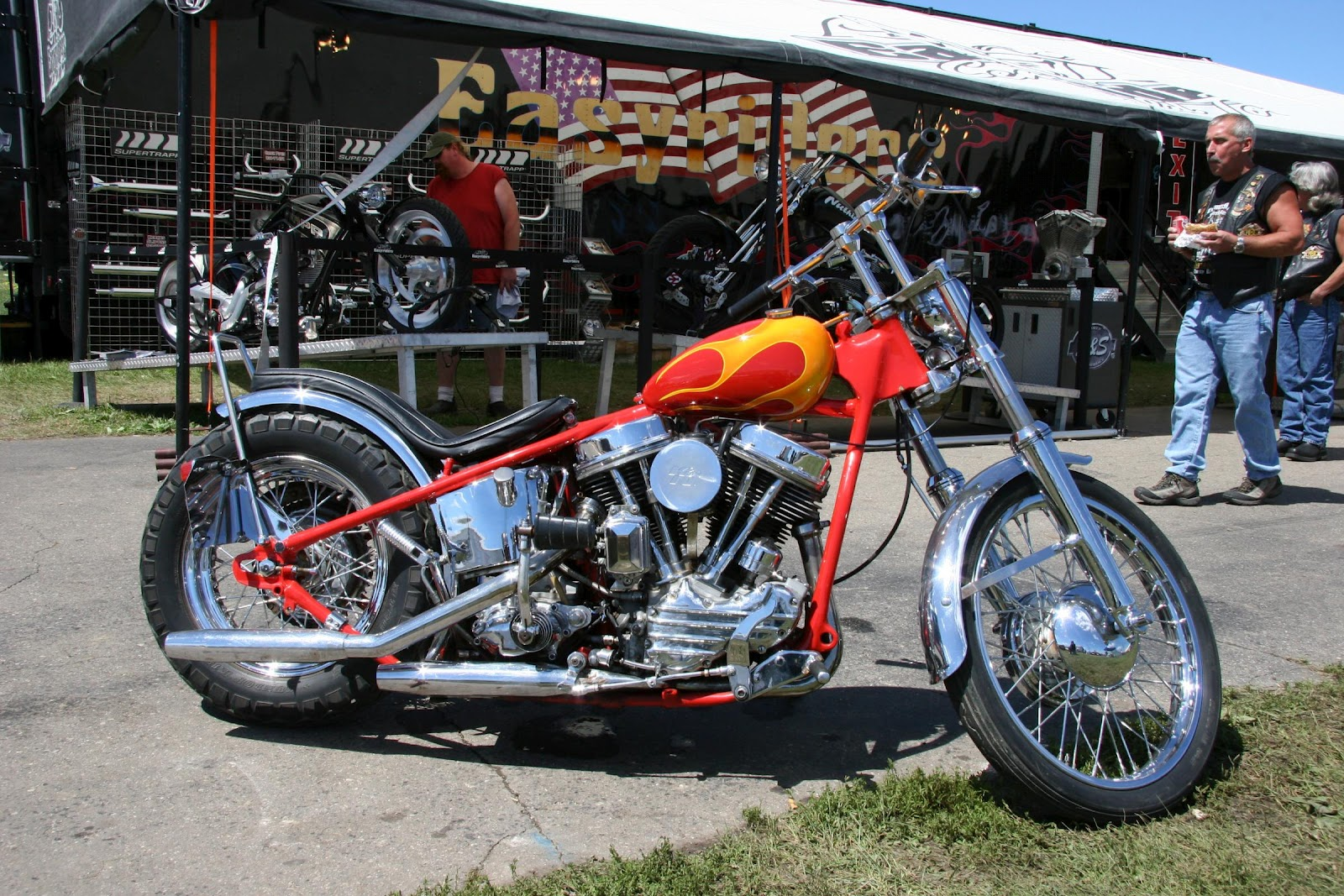 http://3.bp.blogspot.com/-Mz_N38f7ZtU/UERSsVBA2gI/AAAAAAAABN4/6Bc3RcIljyA/s1600/Custom_Built_Motorcycles_Harley_Davidson_wallpaper.jpg