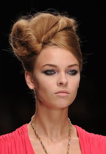 прически с вдигната коса Issa пролет-лято 2011