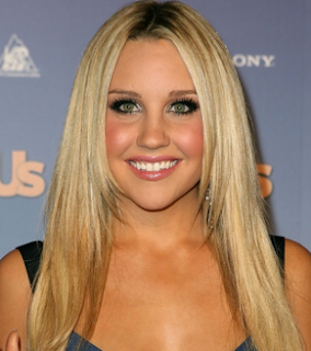 Troubled star Amanda Bynes lashes out at Zac Efron on Twitter