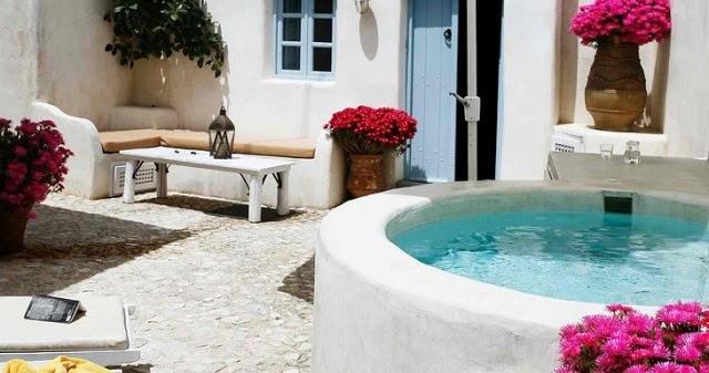 Mediterranean yard with virlova style patio mediterraneo con virlova style - Virlova style ...