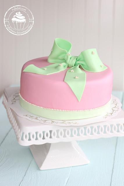 Kakkukurssi täytekakku