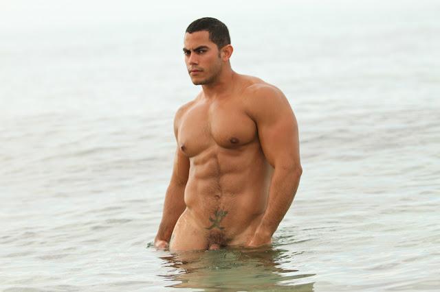 Ismael Duin, modelo sarado e pelado (4)