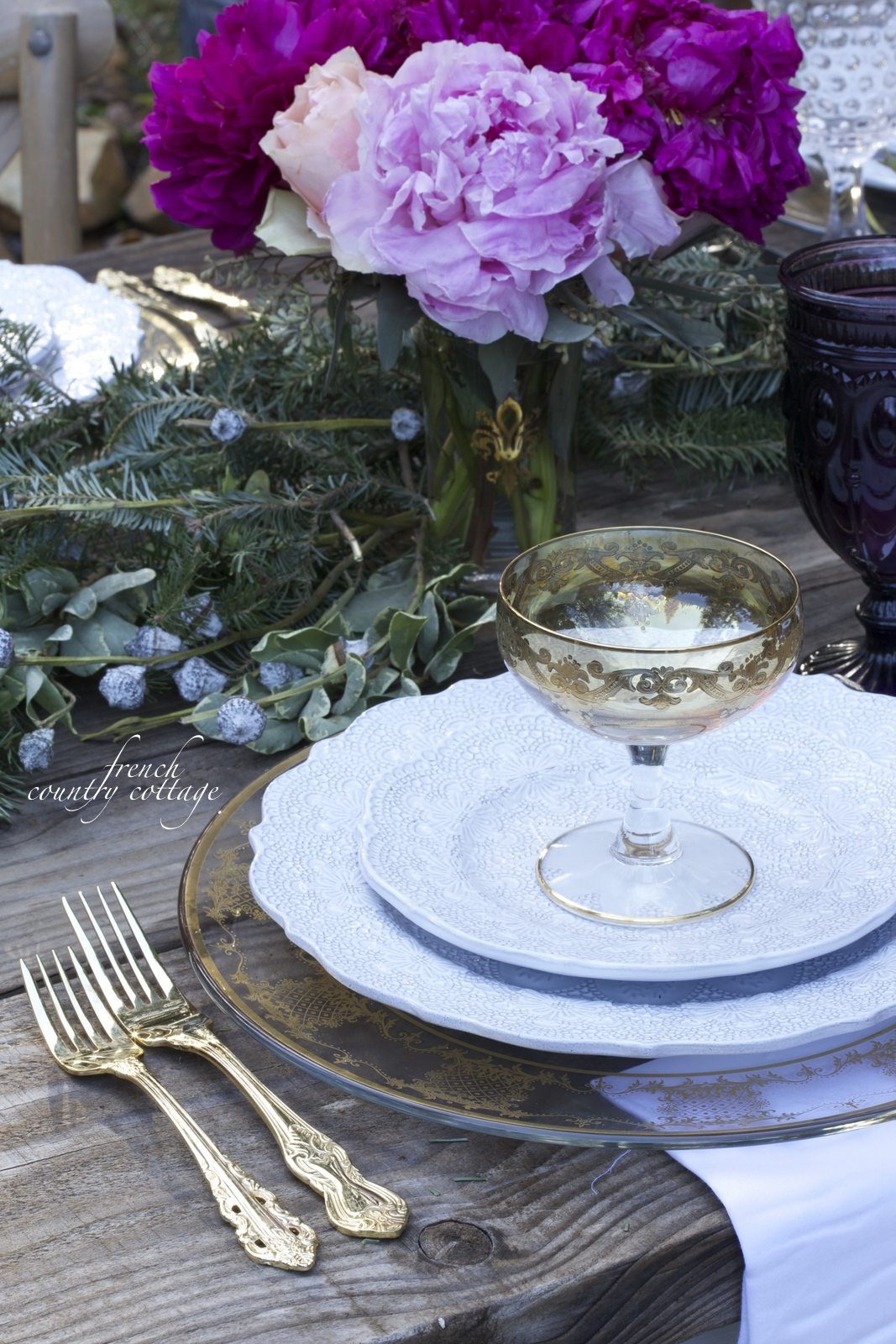 Romantic holiday table setting french country cottage for Traditional christmas table settings
