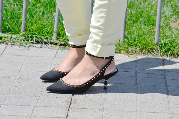 look_outfit_pantalon_amarillo_camiseta_leopardo_colgante_símbolo_infinito_zapatos_pico_pinchos_Zara_nudelolablog_06