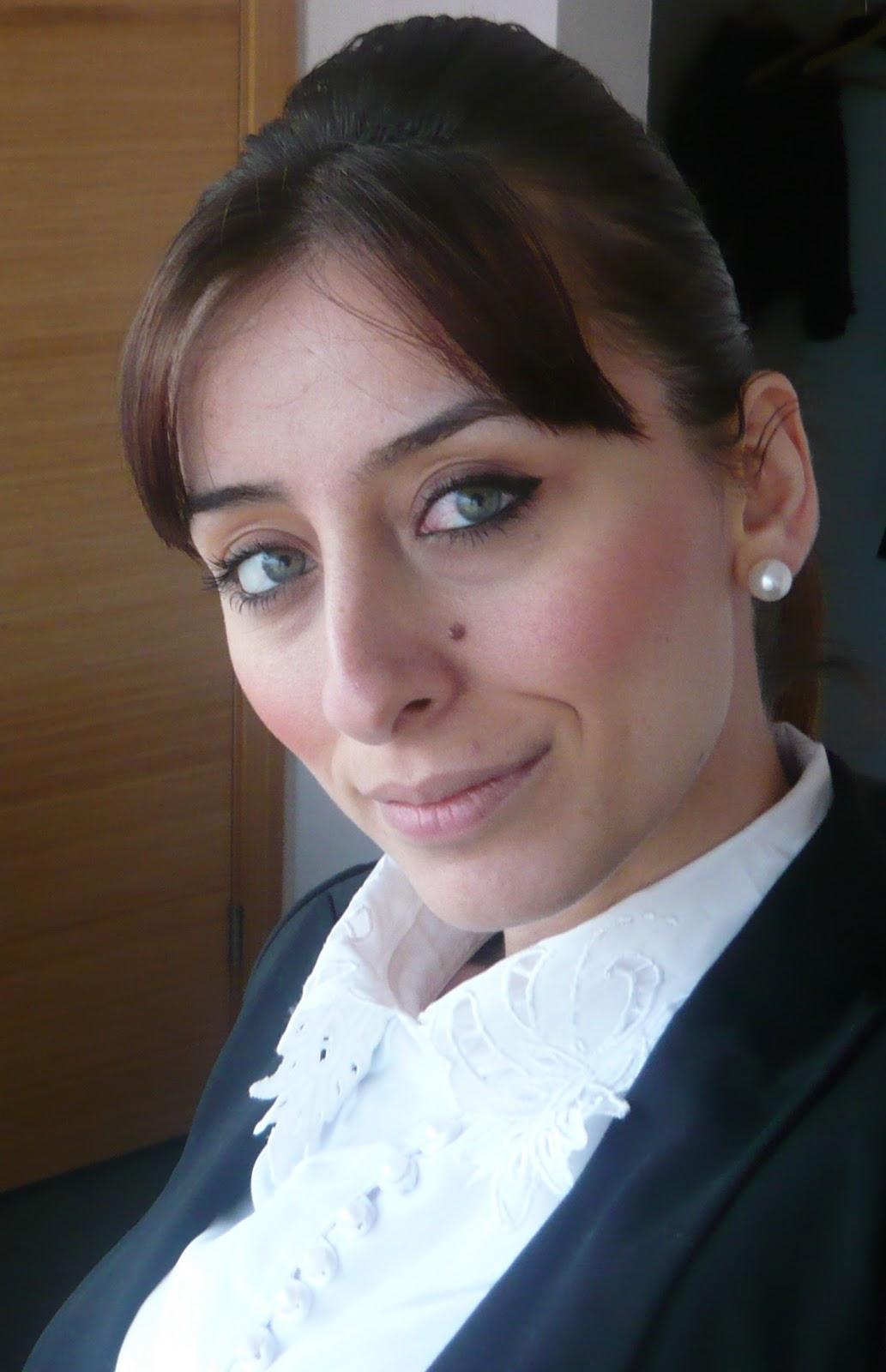 Hasta halimle verdiğim pozlara gelin :)) Görümcemin hediyesi olan beyaz vintage gömlek ve el emeği göz nuru Serap' Tan pantolumla bakalım bugün ki Seroş'u ... - P1030888s