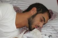Omar Borkan Al Gala durmiendo