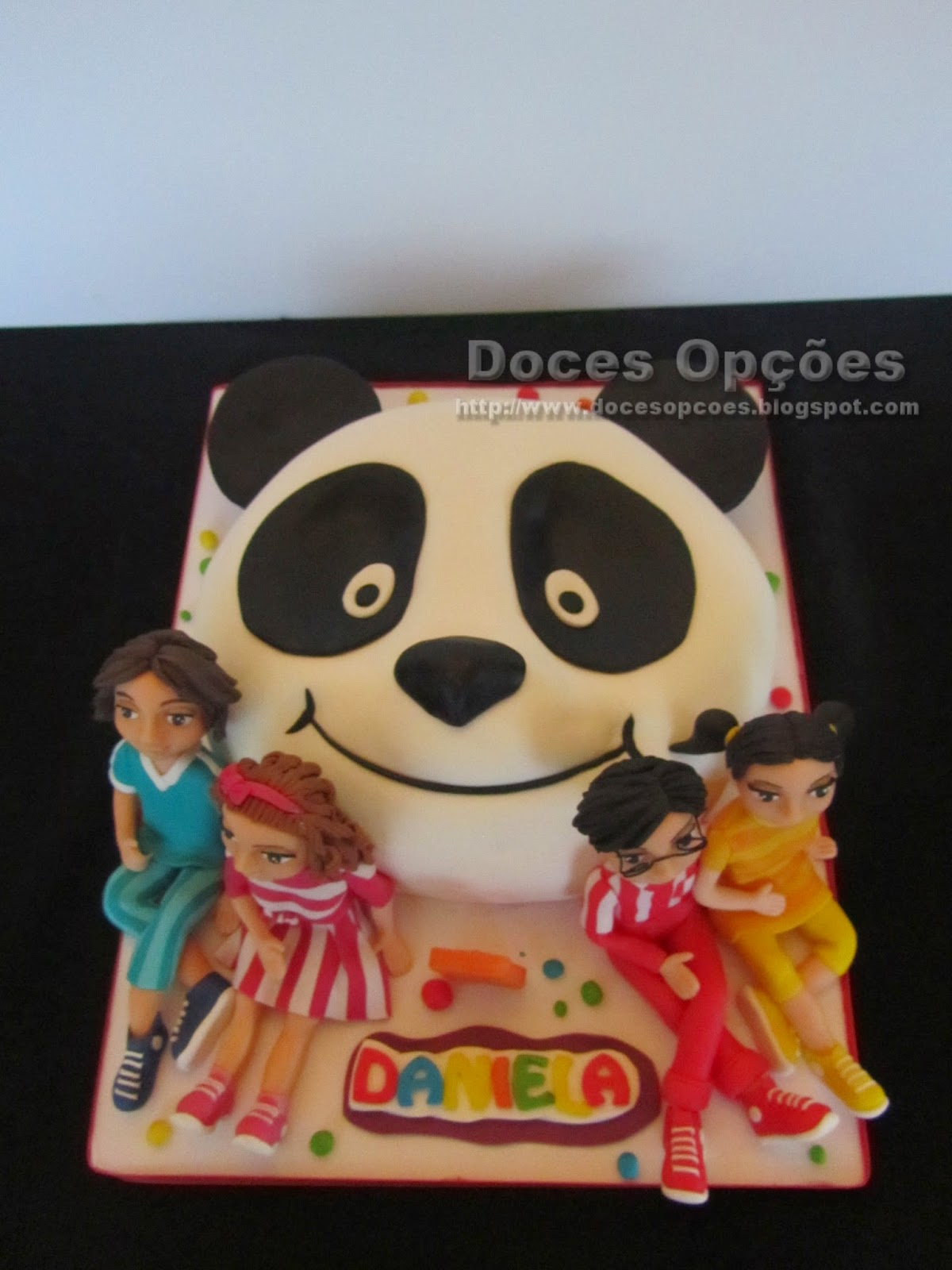 Bolo Panda e os Caricas