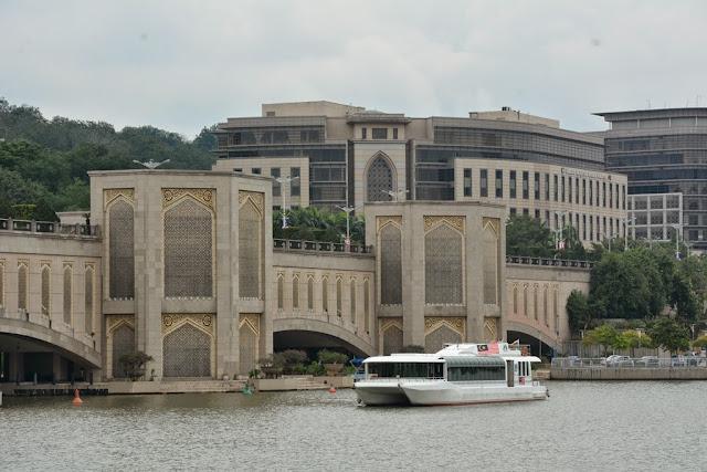 Tasik River Cruise Putrajaya