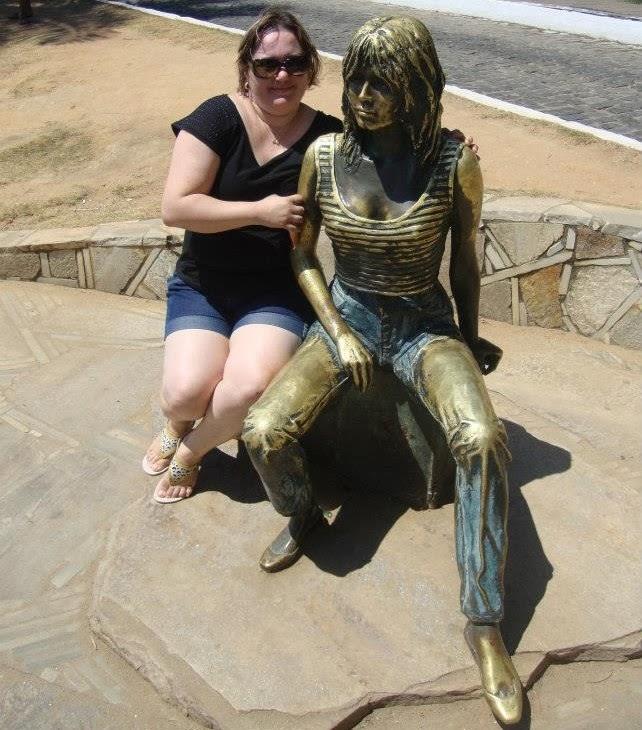 Foto com estátua de Brigitte Bardot em Búzios - RJ