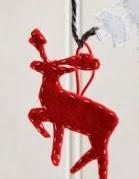 http://www.todomanualidades.net/2013/11/como-hacer-adornos-navidenos-con-fieltro/
